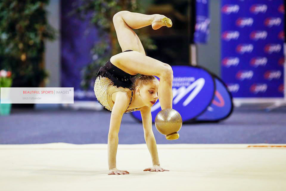 <p>Valérie Romenski a une nouvelle fois prouvé qu&rsquo;elle était comptait ce week-end parmi les meilleures gymnastes de sa génération. Après avoir remporté la première édition de la Strass Cup chez les juniors, c&rsquo;est à Calais, ville où elle s&rsquo;entraîne habituellement qu&rsquo;elle a brillé ce week end. Engagée lors du célèbre [&hellip;]</p>